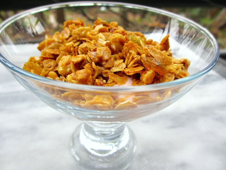 A comforting and simple granola recipe for any season | www.paperplatesblog.com