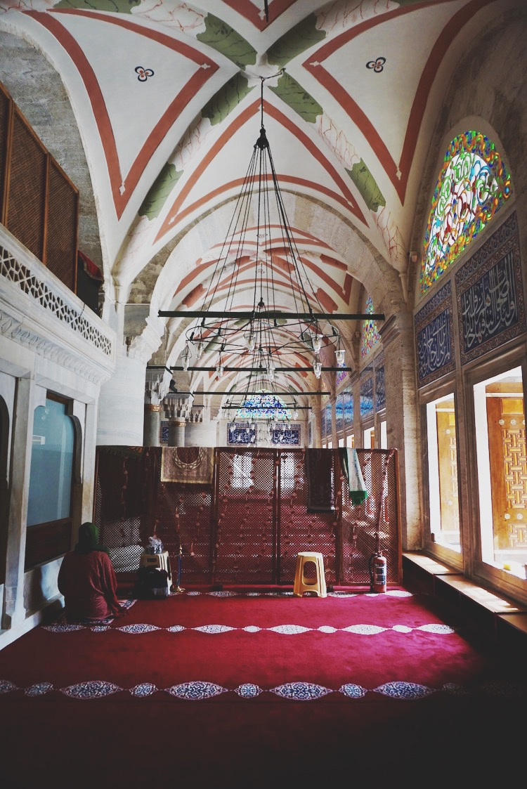 Inside an Istanbul mosque | www.paperplatesblog.com