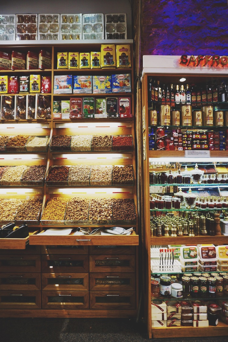 Inside the Istanbul Spice Bazaar | www.paperplatesblog.com