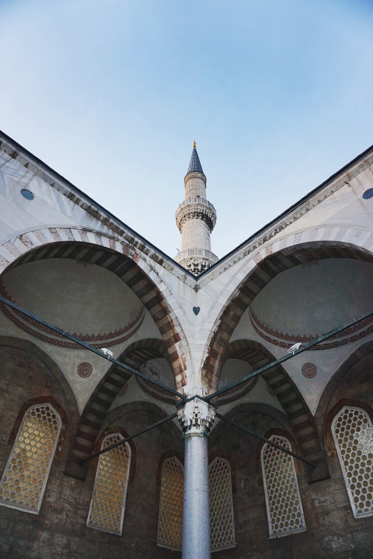 A minaret viewed from the Blue Mosque's courtyard | www.paperplatesblog.com
