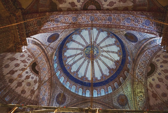 Inside the dome of the Blue Mosque | www.paperplatesblog.com