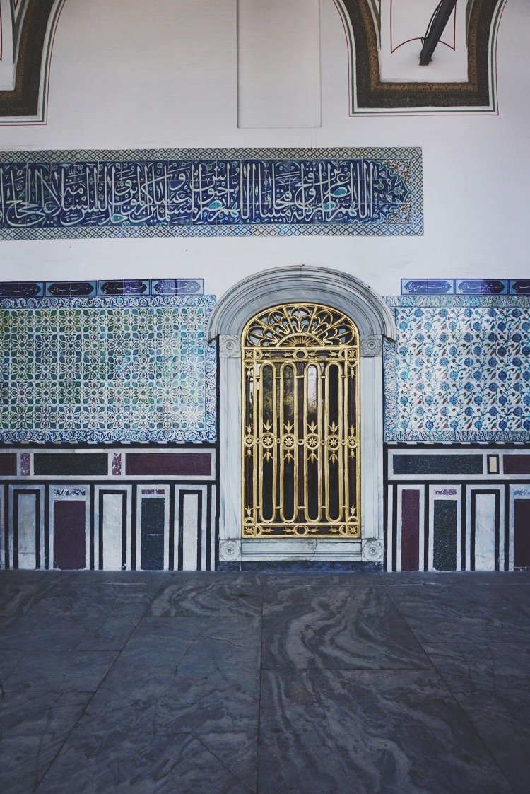 Painted tile details around Topkapi Palace | www.paperplatesblog.com
