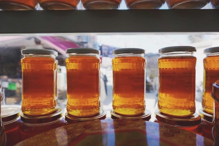 Istanbul food diary - honey tasting