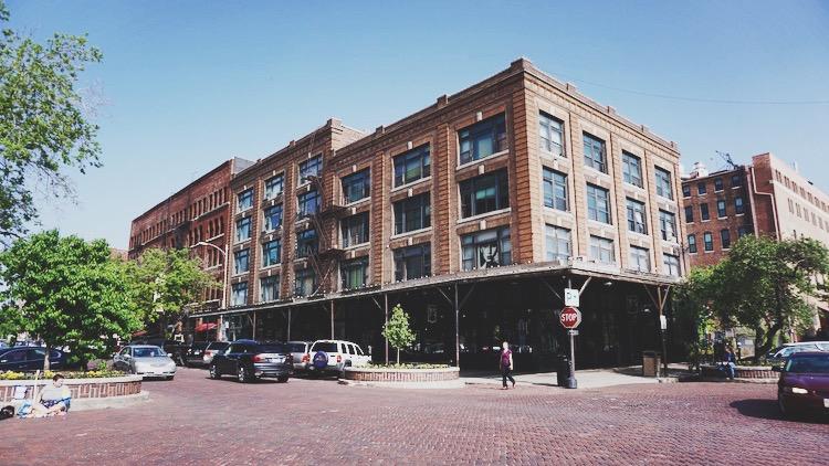 Omaha's Old Market neighborhood | www.paperplatesblog.com