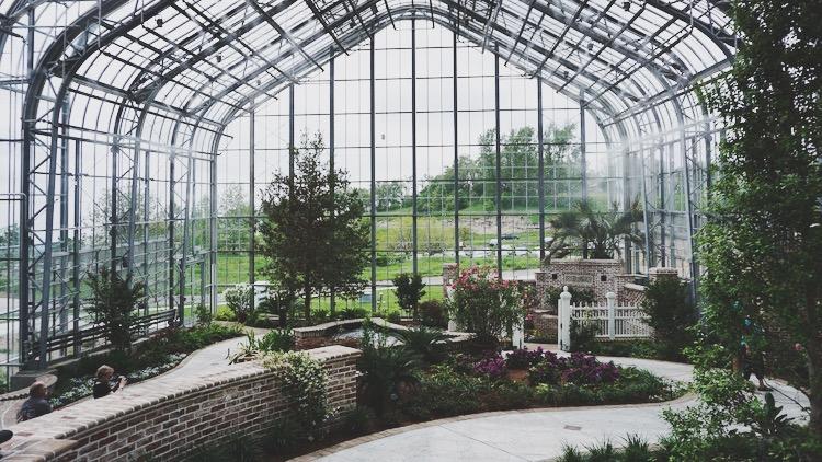 The conservatory at Lauritzen Botanical Garden | www.paperplatesblog.com