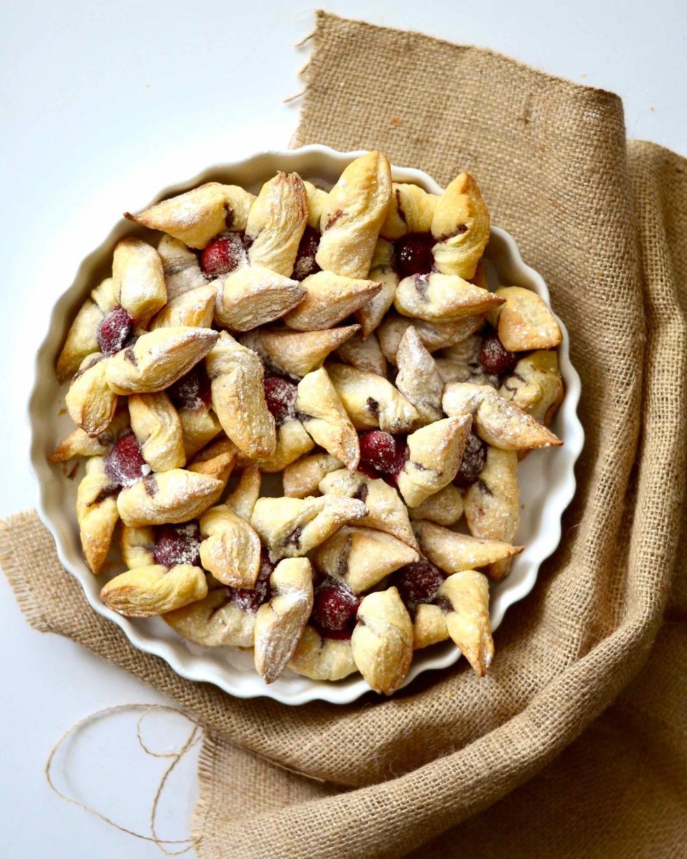 STRAWBERRY PINWHEELS WITH A CHOCOLATE-HAZELNUT SURPRISE