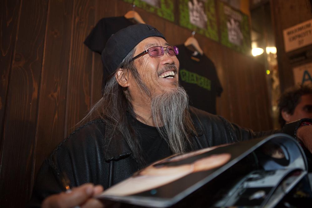 "Jeff Ho signing glen E. friedman's book, ""My Rules"", at Pizzanista - DTLA"