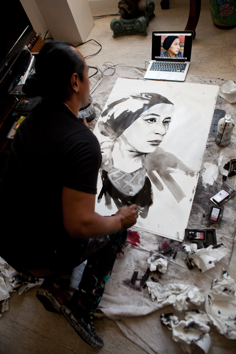 Robert Vargas draws Daewon Song for Skateboarding Hall of Fame induction ceremony