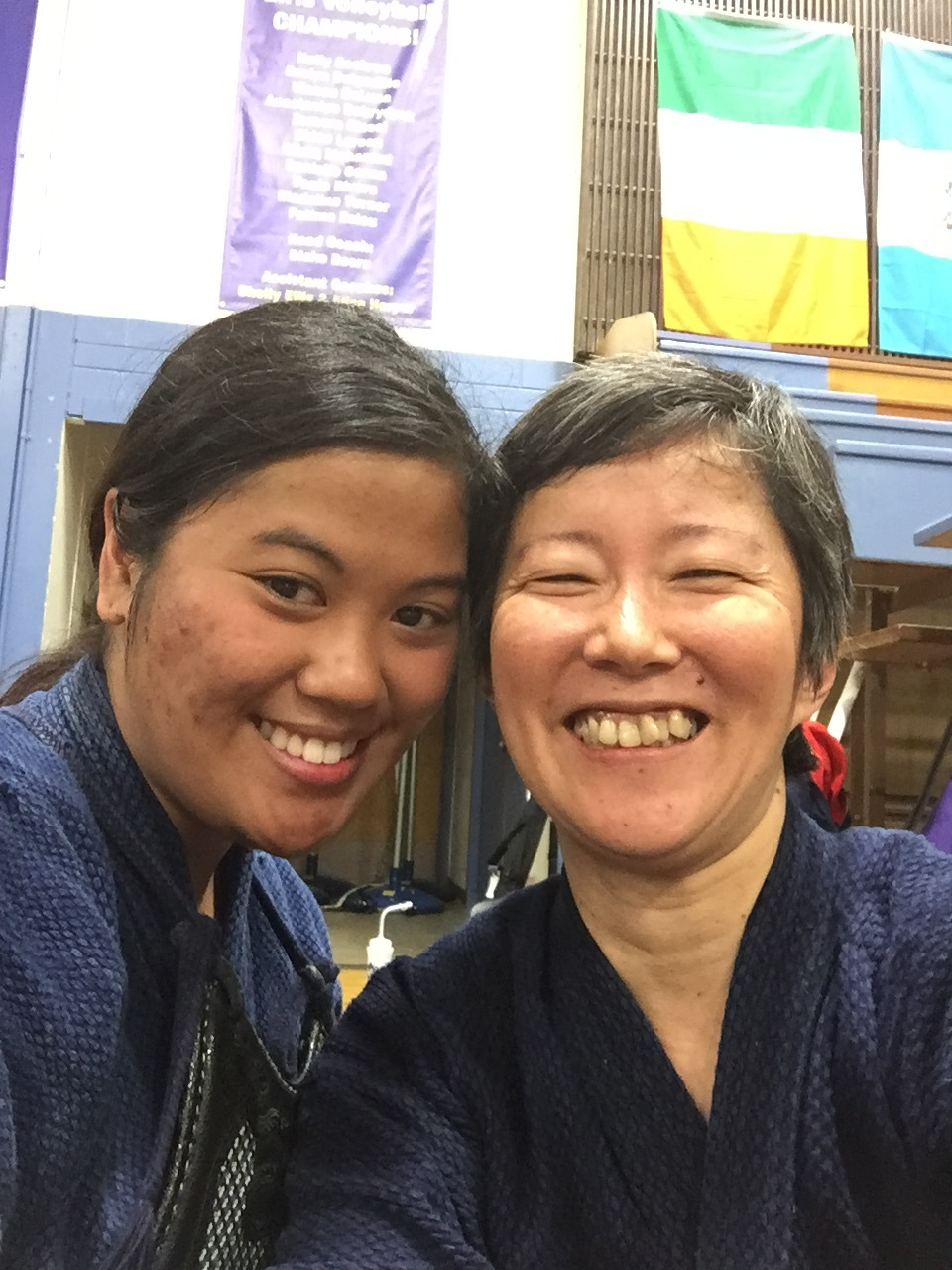 Reiko made some nice frineds - here with Anita Espiritu (Edmonton, Canada).  Photo by Hayashi.