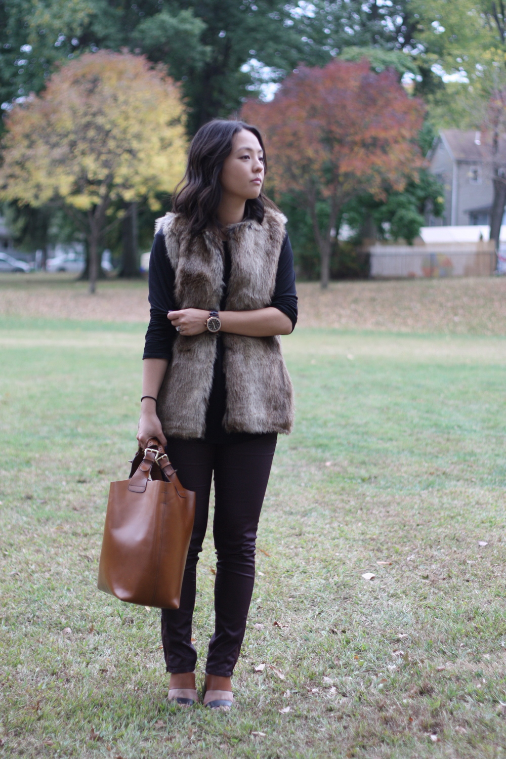 Vest: Zara, Shirt: Theory, Pants: H&M, Bag: Zara, Shoes: Steve Madden