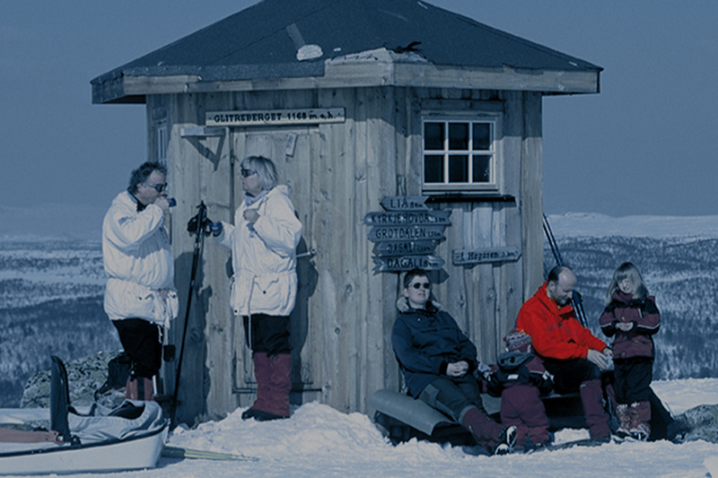 Lia Fjellhotell,Geilo - Det perfekte feriestedet, med naturen på alle kanter. Hotellet ligger i solhellingen på Geilo med panoramautsikt mot Hardangervidda. Perfekt for ski på vinteren og fotturer på sommeren.Les mer Booking