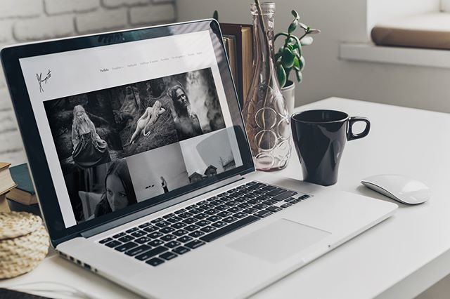 Logo og nettside for margrete.com - Margrete er en lidenskapelig fotograf som ønsker å realisere et kunstprosjekt og leve av å selge sine kunstfoto. Du ser henne i morgen i TV2-programmet «Nå eller aldri» kl 20:00. Og kanskje det dukker opp et kjent fjes der også? 😇