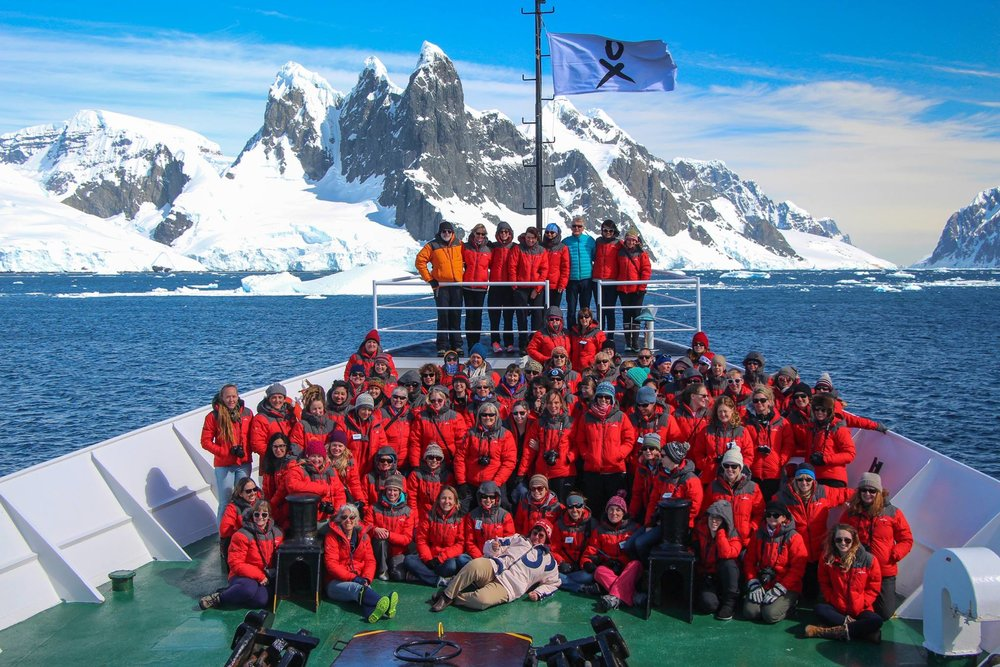 Crew HB2016 on boat.jpg