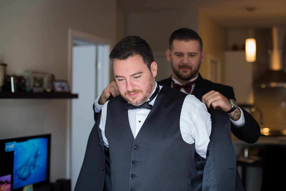 groom getting ready Mariage Montreal Wedding