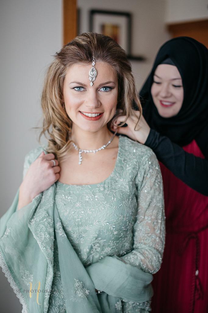 bride and groom getting ready for Pakistani wedding- Montreal wedding photographer -14.jpg