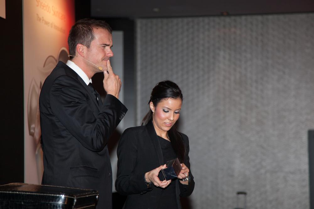 """""""Phantastisch, Sie haben alle in ihren Bann gezogen. Sie sind ein absoluter Profi, äußerst charmant und mit viel Esprit."""" Feedback Produktpräsentation Shiseido, Düsseldorf"""