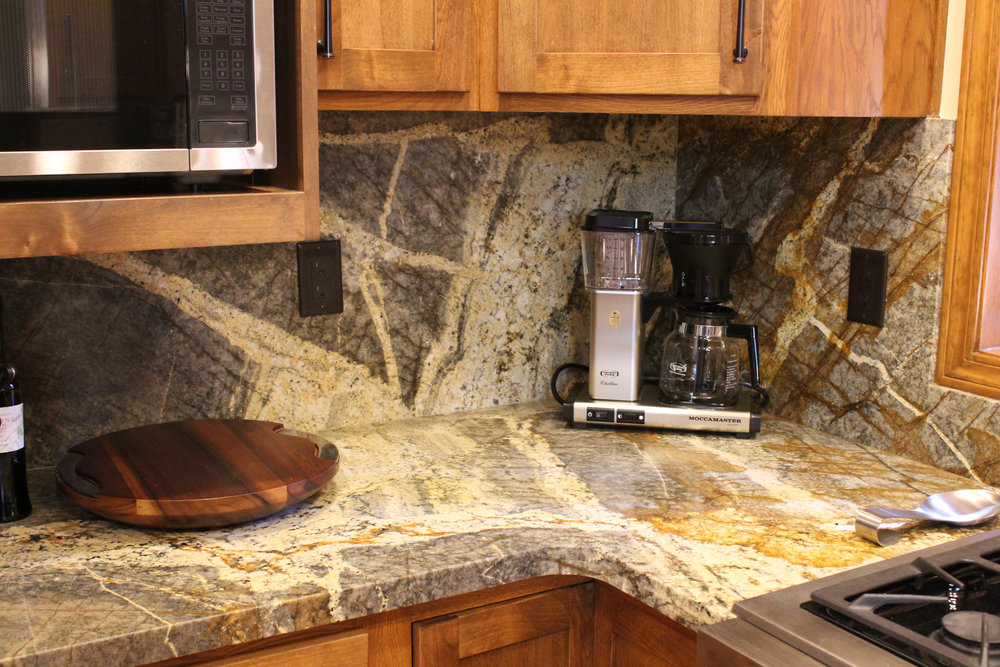Grain matched splash in Camo Leathered Granite