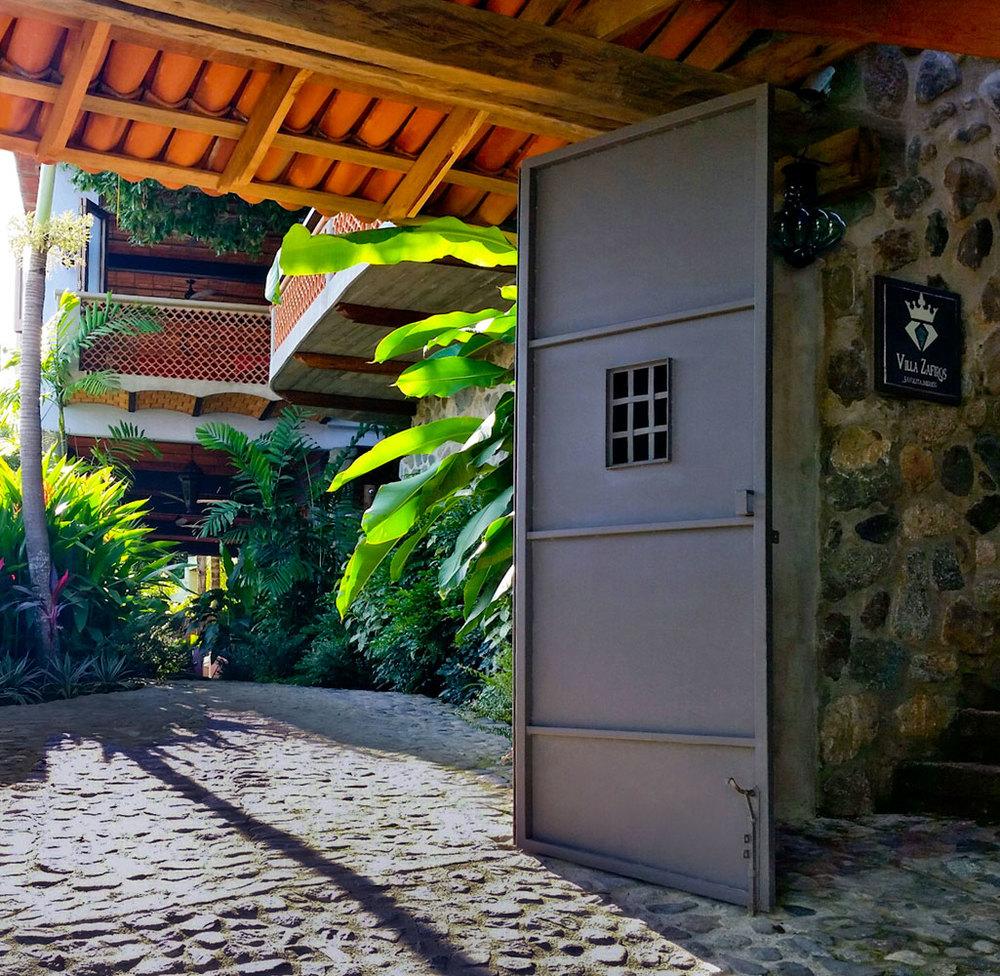 Villa-Zafiros-entrance-01.jpg