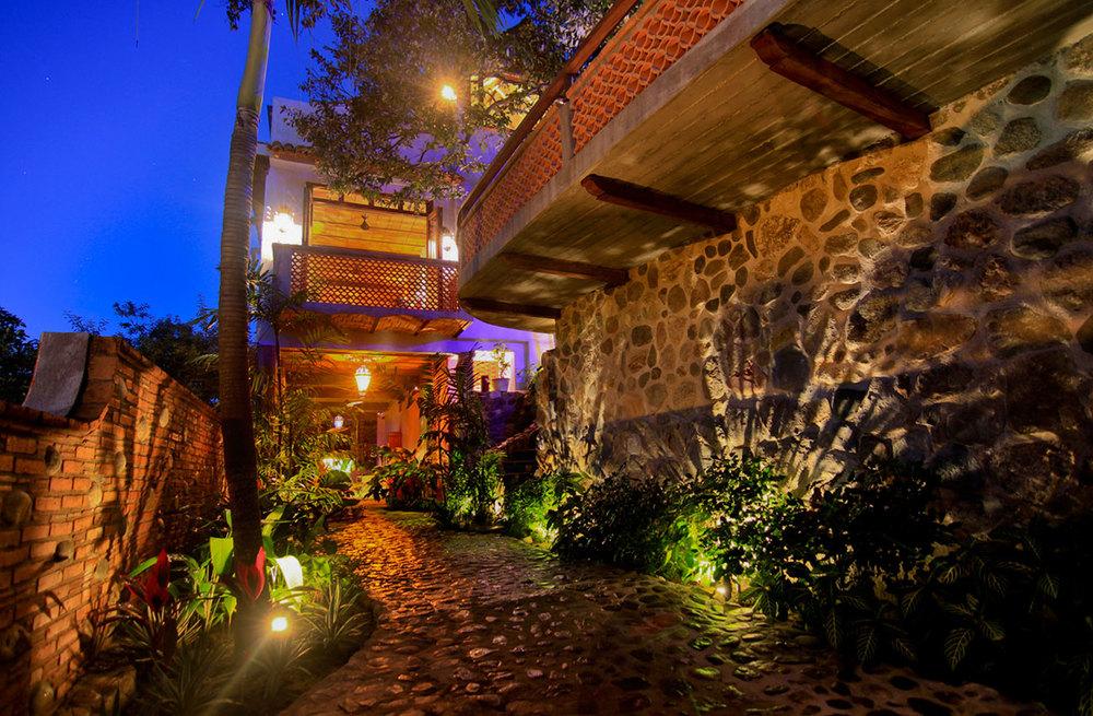 Villa-Zafiros-garden-path-02.jpg
