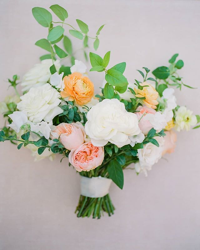 Spring flowers are coming soon and that makes me so excited!! It is my most favorite season of the year. . . @charitymaurerphoto @imoni_events