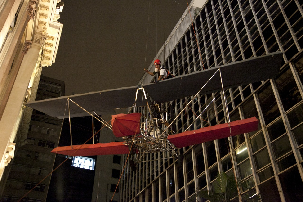 Midnight hanging of Da Vincis do Povo over the street   Downtown São Paulo, April 2013