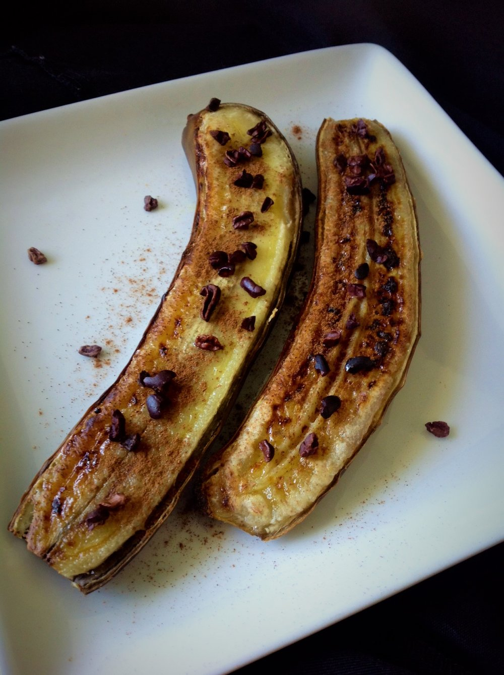 Broiled Banana with Cinnamon and Cocoa Nibs - Healthy, Gluten-Free, Grain-Free, Paleo, Oil-Free, Plant-Based, Vegan