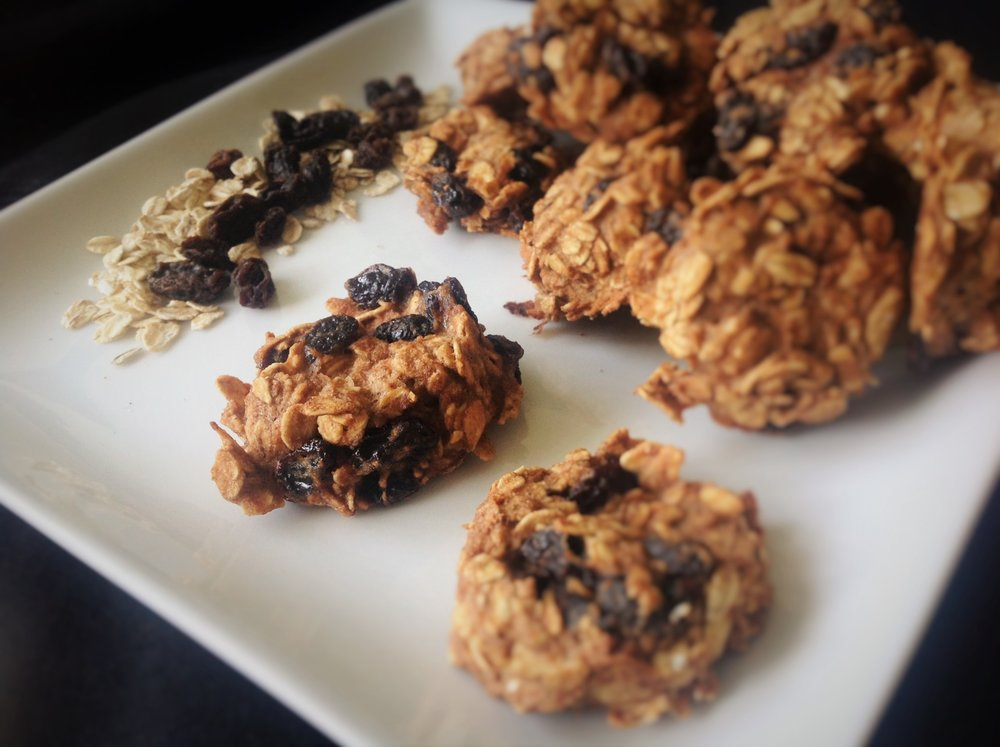 Cinnamon Raisin Oatmeal Cookies - Healthy, Gluten-Free, Oil-Free, No Sugar Added, Kid-Friendly, Plant-Based Vegan Dessert Snack