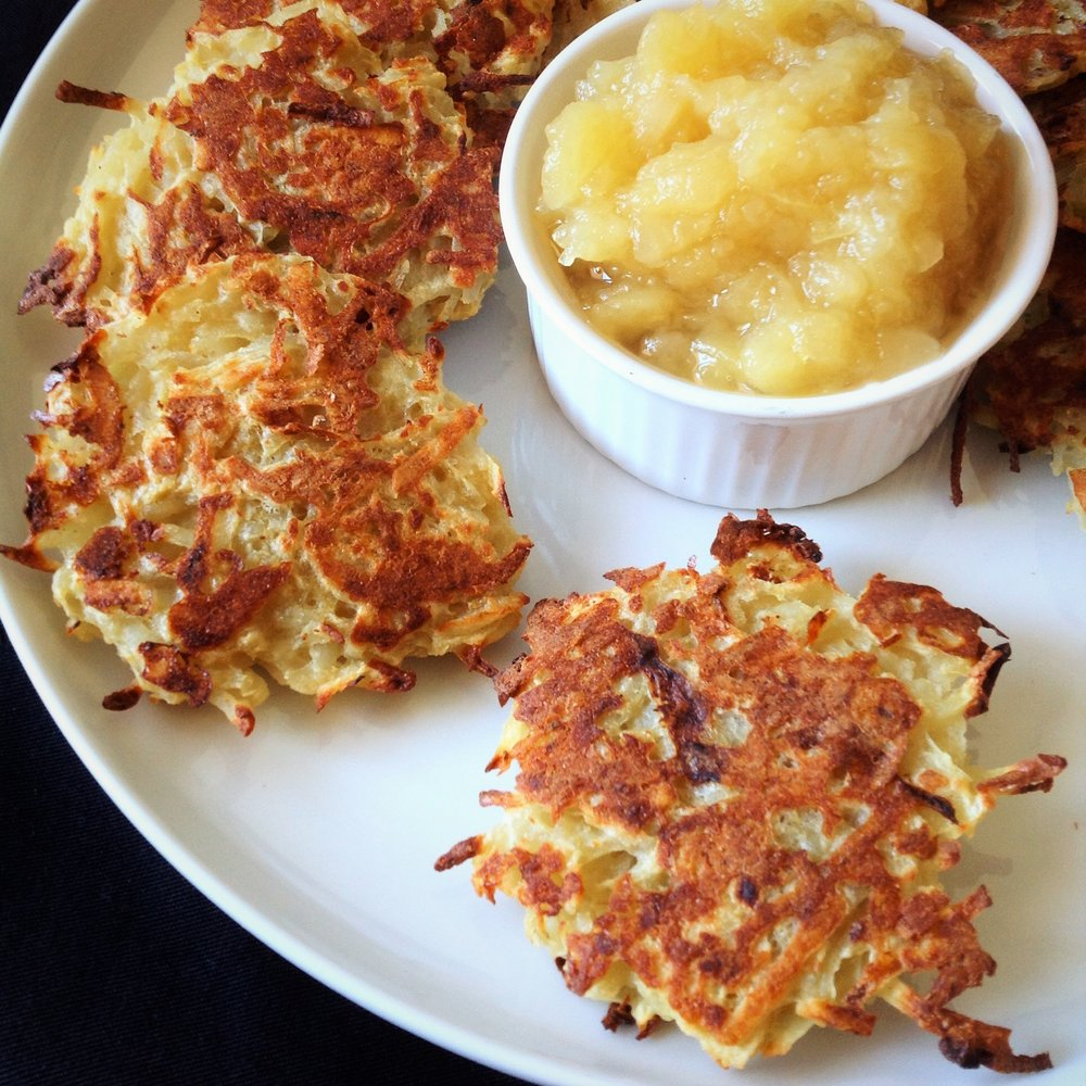 The ultimate baked latkes how to make healthy gluten free vegan baked potato latkes with easy applesauce healthy no sugar added plant based ccuart Image collections