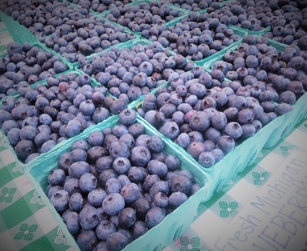 Blueberries are a healthy, naturally sweet fruit.  Blueberries grown in the US are traditionally harvested in the spring and summer, but you can enjoy frozen and dried blueberries year round.