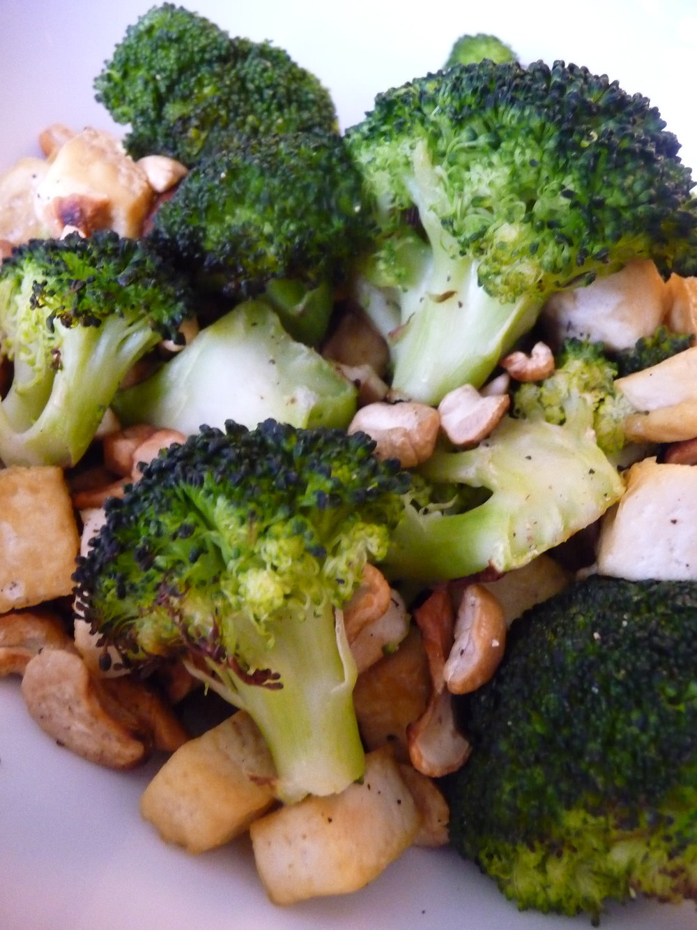 Broccoli Cashew Tofu Crunch