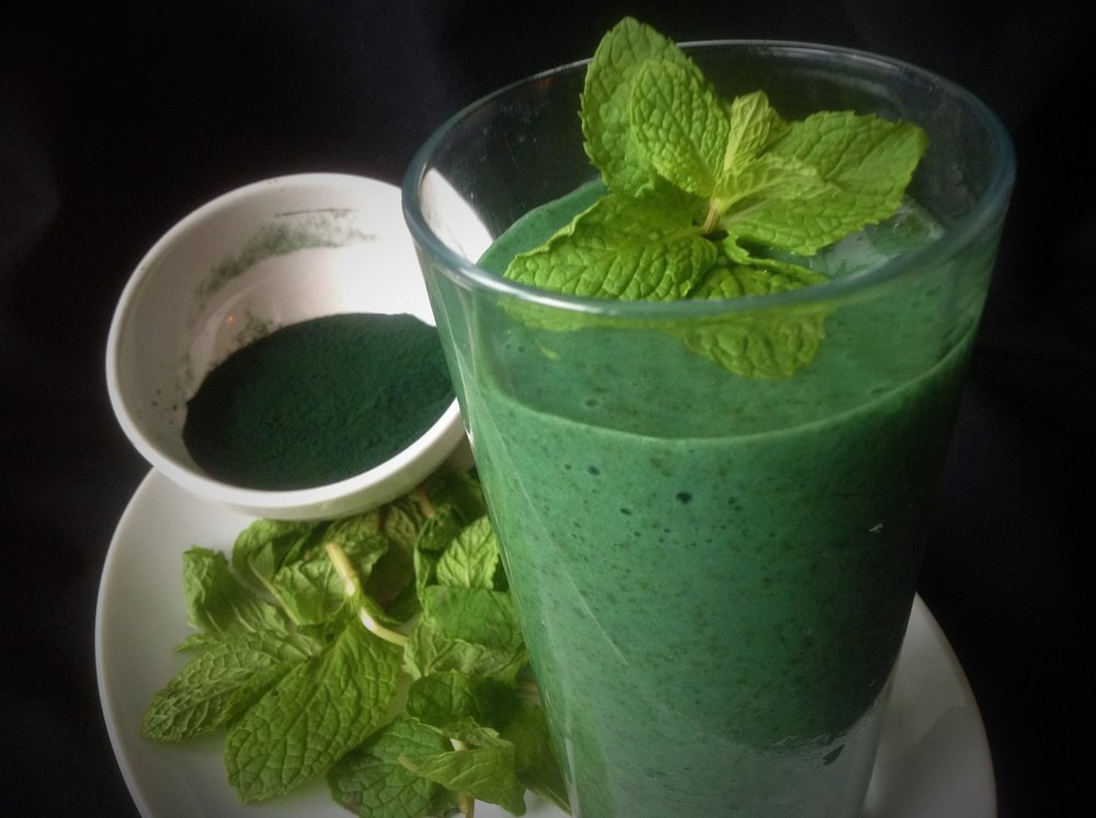 St. Patrick's Super-Green Minty Sham-mock Vegan Milkshake with Spirulina