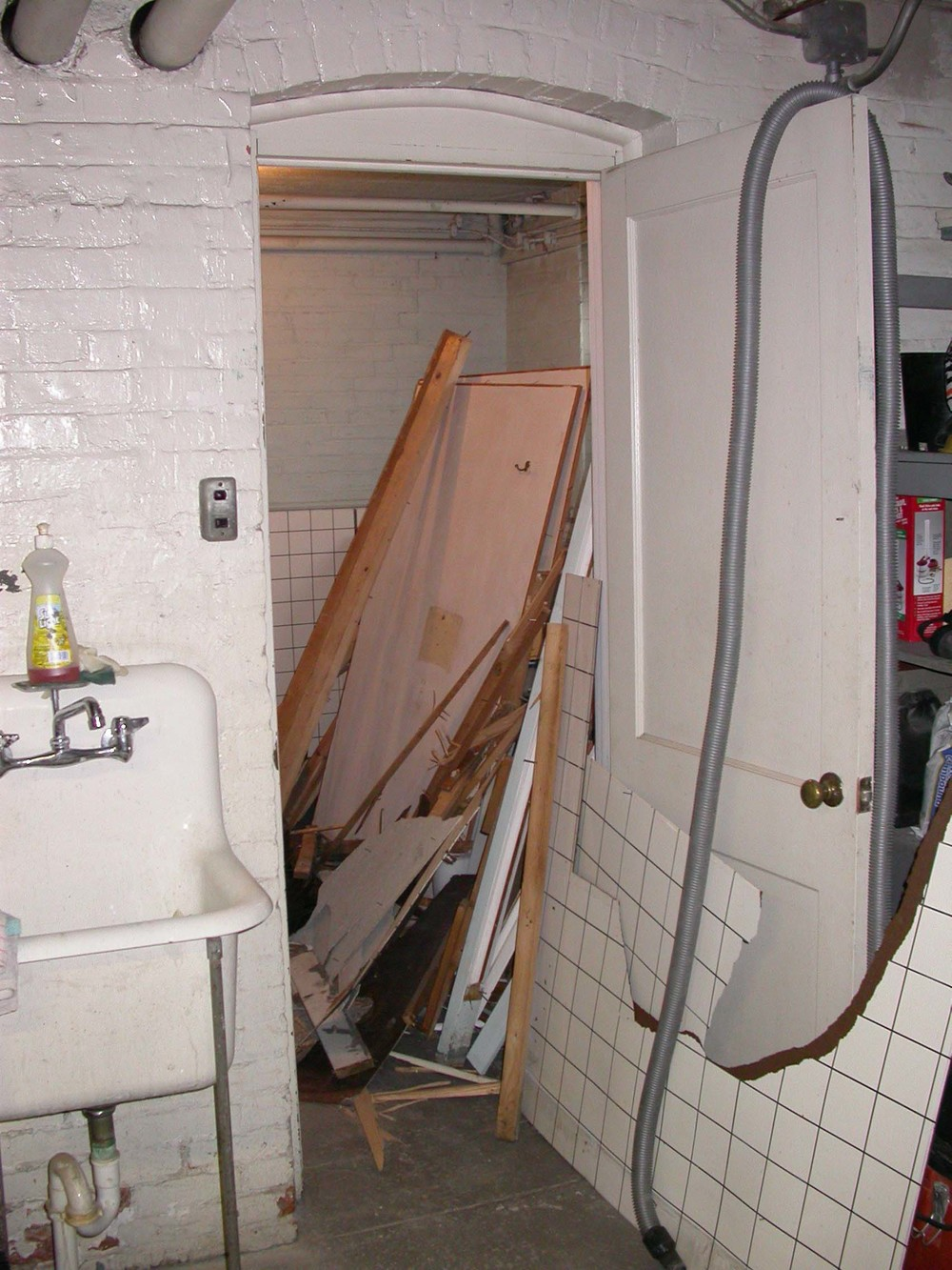 Bathroom B4.jpg