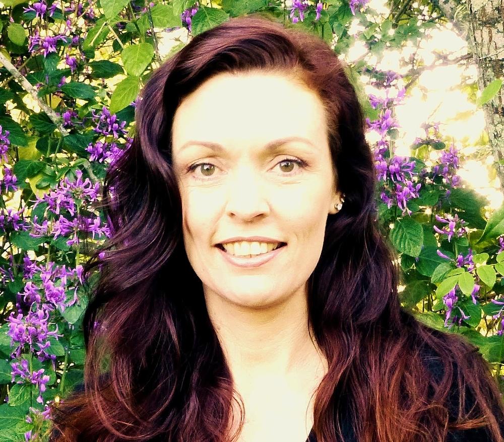Monique Finlay - blossoms creator