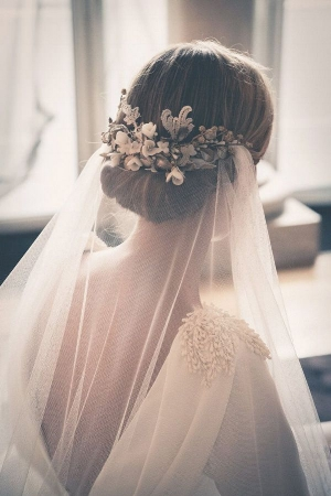 Five tips on how to wear a bridal veil trish lee yesterday we posted a piece on wedding veil styles through the decades beneath the wedding veil today here are five tips to ensure this romantic flowing junglespirit Image collections