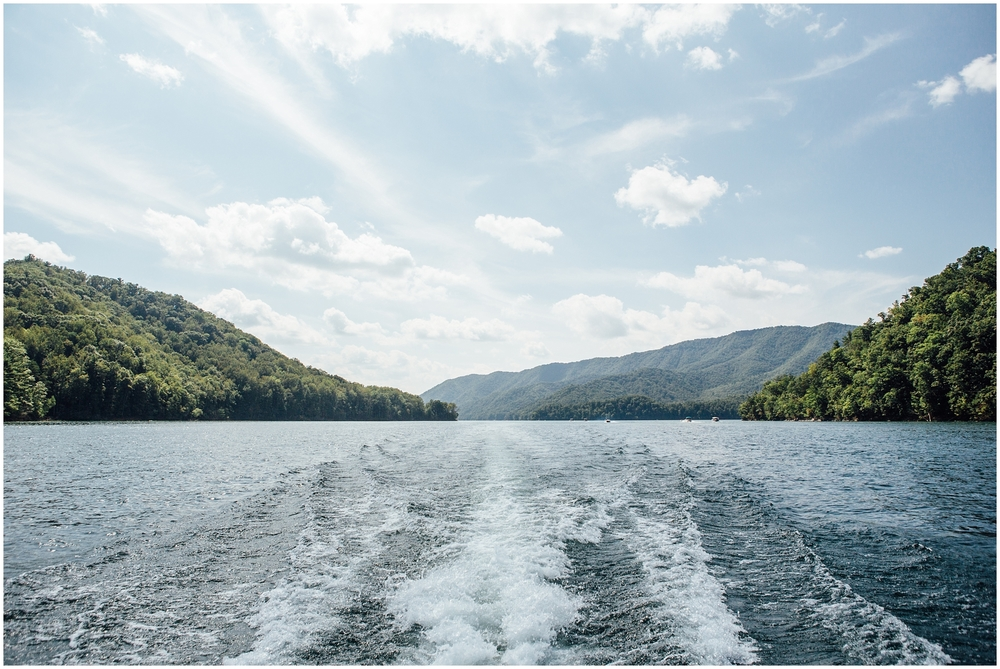 watauga-lake-butler-tn-lakeshore-marina-katy-sergent-photography-outdoors-lifestyle-wedding-photographer_0012.jpg