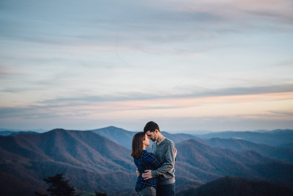 katy-sergent-photography-tennessee-wedding-engagement-photographer-northeast-johnsoncity-adventure-roan-couples-session-dogs-carvers-gap-appalachian-trail-mountains_0010.jpg