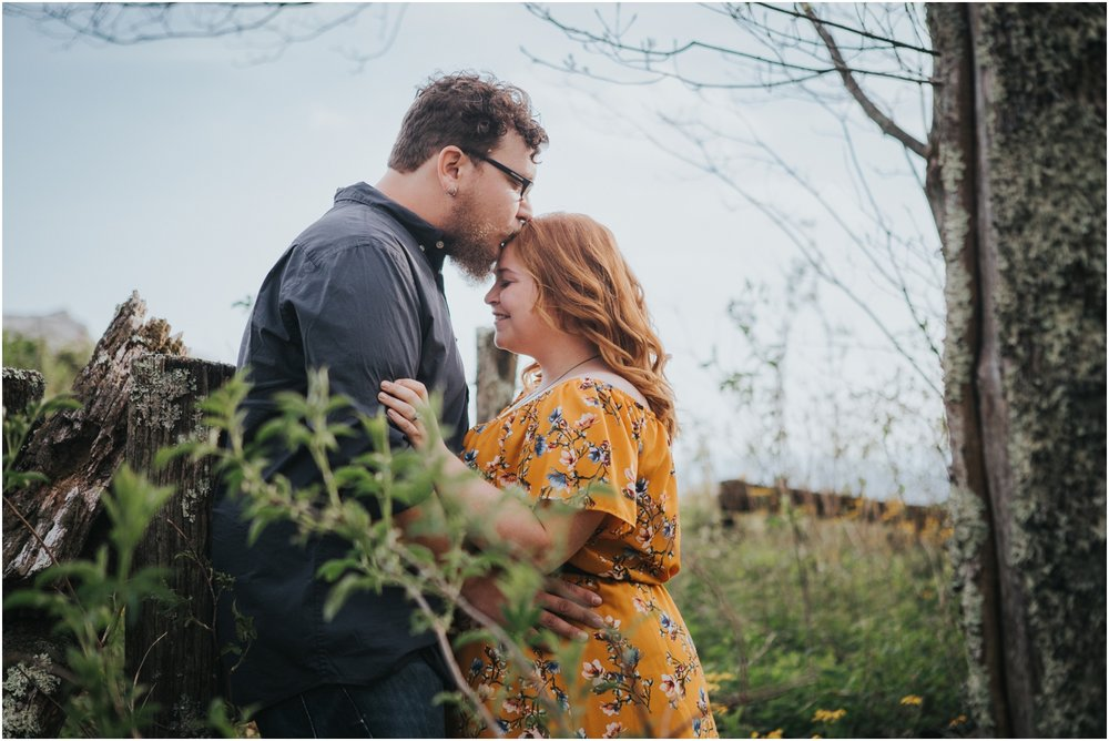 katy-sergent-photography-beauty-spot-unaka-mountain-engagement-blue-ridge-mountains-appalachian-trail-adventurous-couple-elopement-johnson-city-wedding-photographer_0002.jpg