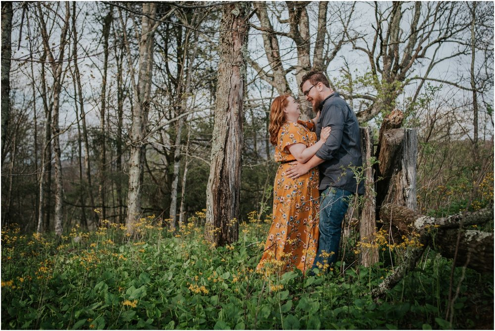 katy-sergent-photography-beauty-spot-unaka-mountain-engagement-blue-ridge-mountains-appalachian-trail-adventurous-couple-elopement-johnson-city-wedding-photographer_0003.jpg