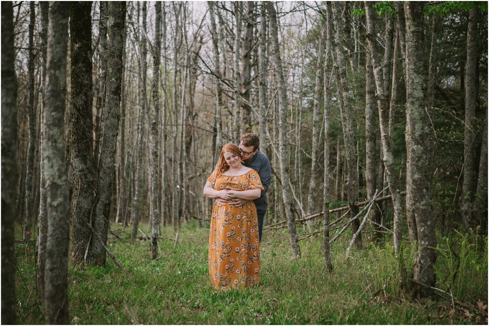 katy-sergent-photography-beauty-spot-unaka-mountain-engagement-blue-ridge-mountains-appalachian-trail-adventurous-couple-elopement-johnson-city-wedding-photographer_0004.jpg