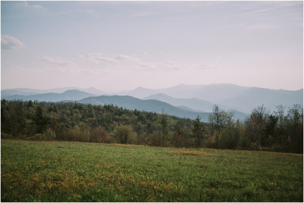katy-sergent-photography-beauty-spot-unaka-mountain-engagement-blue-ridge-mountains-appalachian-trail-adventurous-couple-elopement-johnson-city-wedding-photographer_0007.jpg