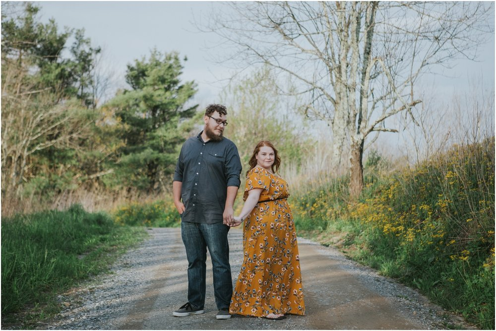 katy-sergent-photography-beauty-spot-unaka-mountain-engagement-blue-ridge-mountains-appalachian-trail-adventurous-couple-elopement-johnson-city-wedding-photographer_0009.jpg