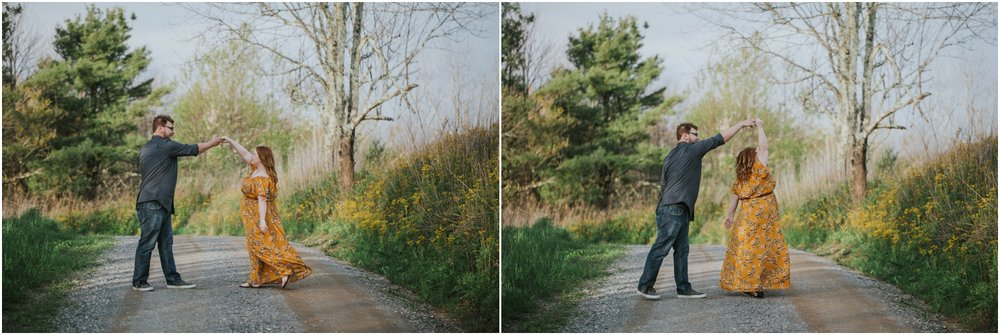 katy-sergent-photography-beauty-spot-unaka-mountain-engagement-blue-ridge-mountains-appalachian-trail-adventurous-couple-elopement-johnson-city-wedding-photographer_0011.jpg