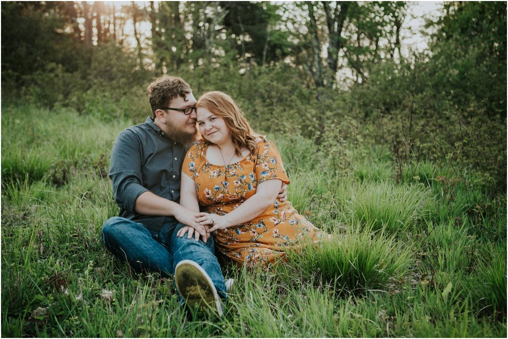 katy-sergent-photography-beauty-spot-unaka-mountain-engagement-blue-ridge-mountains-appalachian-trail-adventurous-couple-elopement-johnson-city-wedding-photographer_0016.jpg