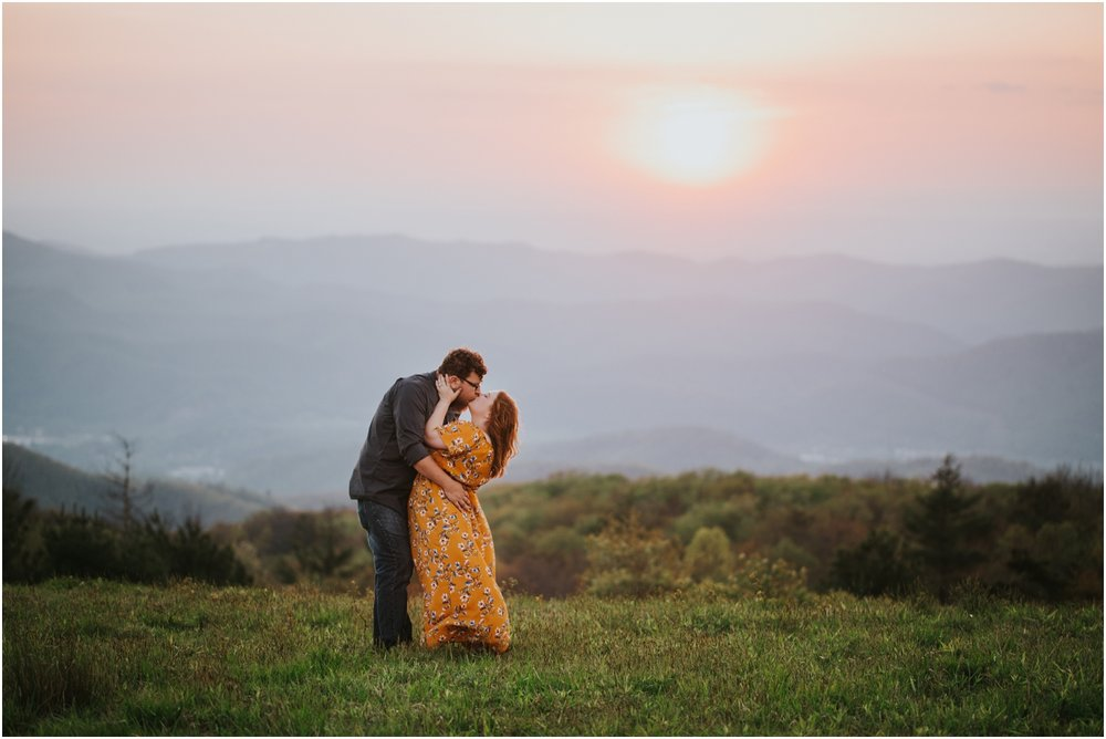 katy-sergent-photography-beauty-spot-unaka-mountain-engagement-blue-ridge-mountains-appalachian-trail-adventurous-couple-elopement-johnson-city-wedding-photographer_0023.jpg