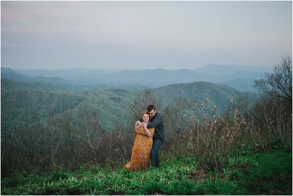 katy-sergent-photography-beauty-spot-unaka-mountain-engagement-blue-ridge-mountains-appalachian-trail-adventurous-couple-elopement-johnson-city-wedding-photographer_0027.jpg