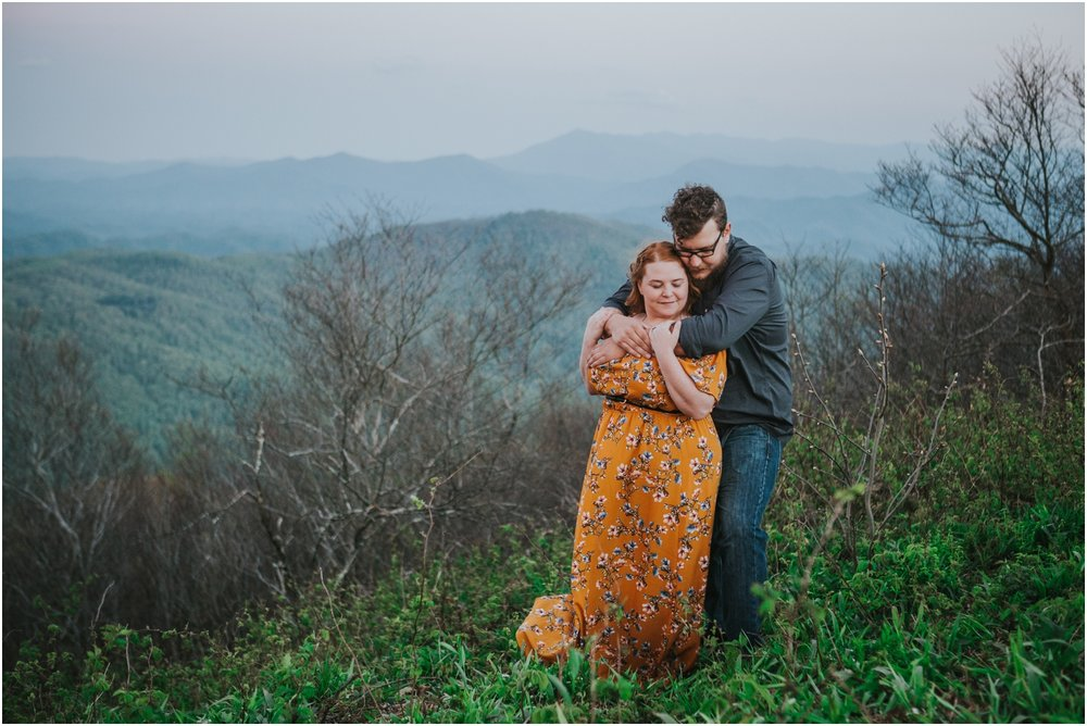 katy-sergent-photography-beauty-spot-unaka-mountain-engagement-blue-ridge-mountains-appalachian-trail-adventurous-couple-elopement-johnson-city-wedding-photographer_0028.jpg