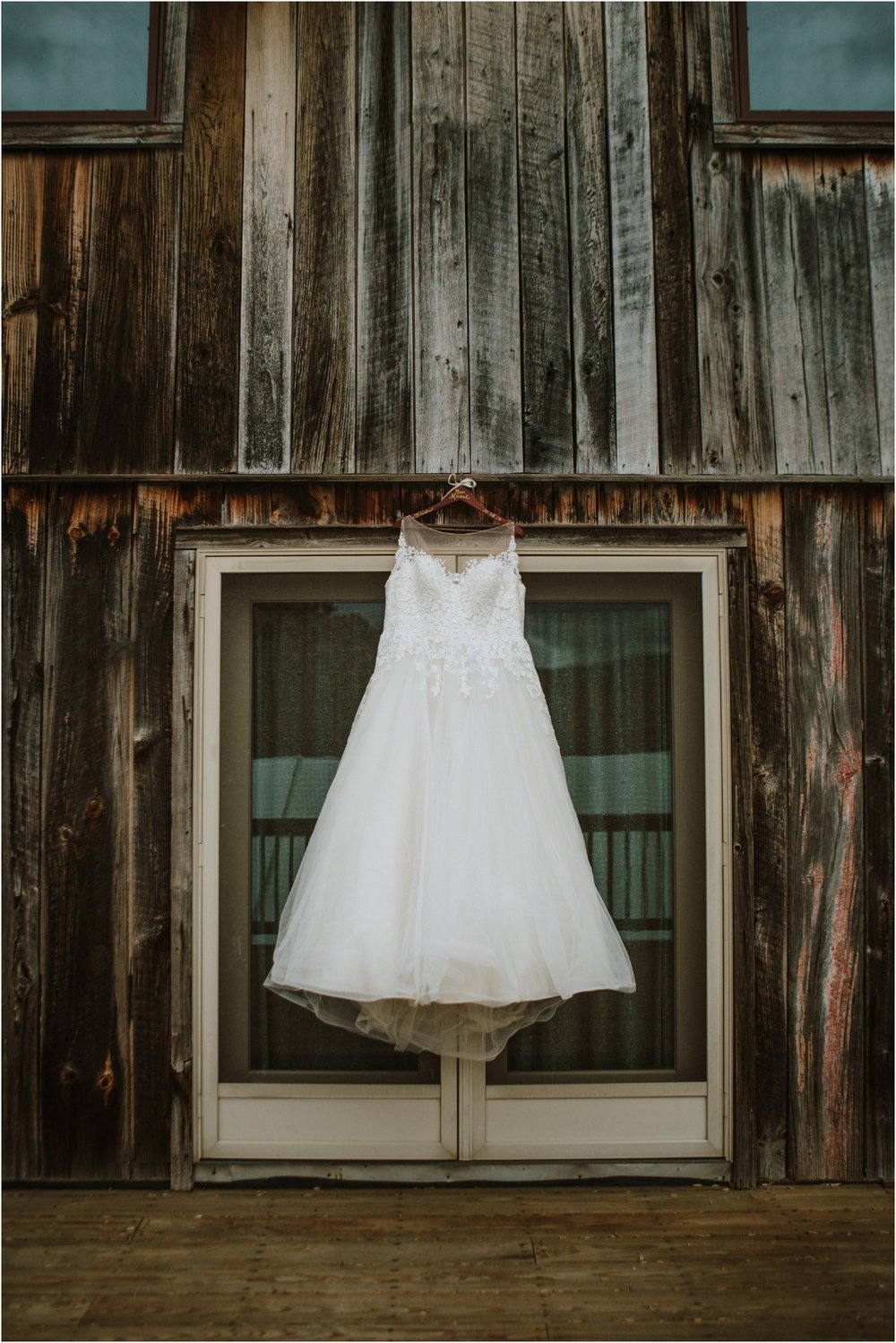 Sugar-Hollow-Retreat-Butler-Elizabethton-Tennessee-Rustic-Rainy-Wedding-Adventurous-Couple_0007.jpg
