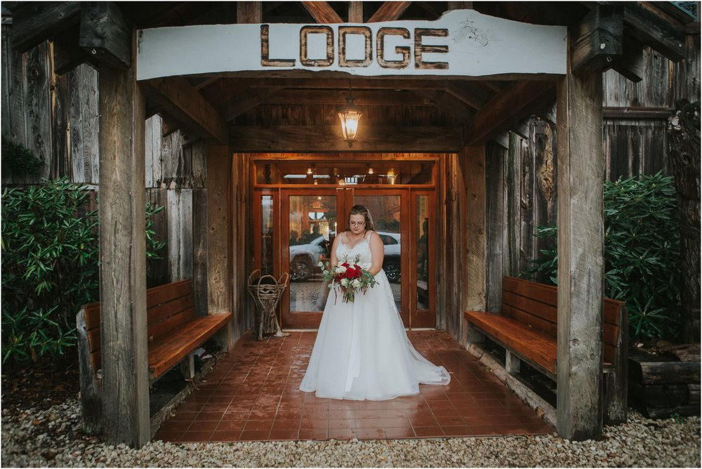 Sugar-Hollow-Retreat-Butler-Elizabethton-Tennessee-Rustic-Rainy-Wedding-Adventurous-Couple_0044.jpg