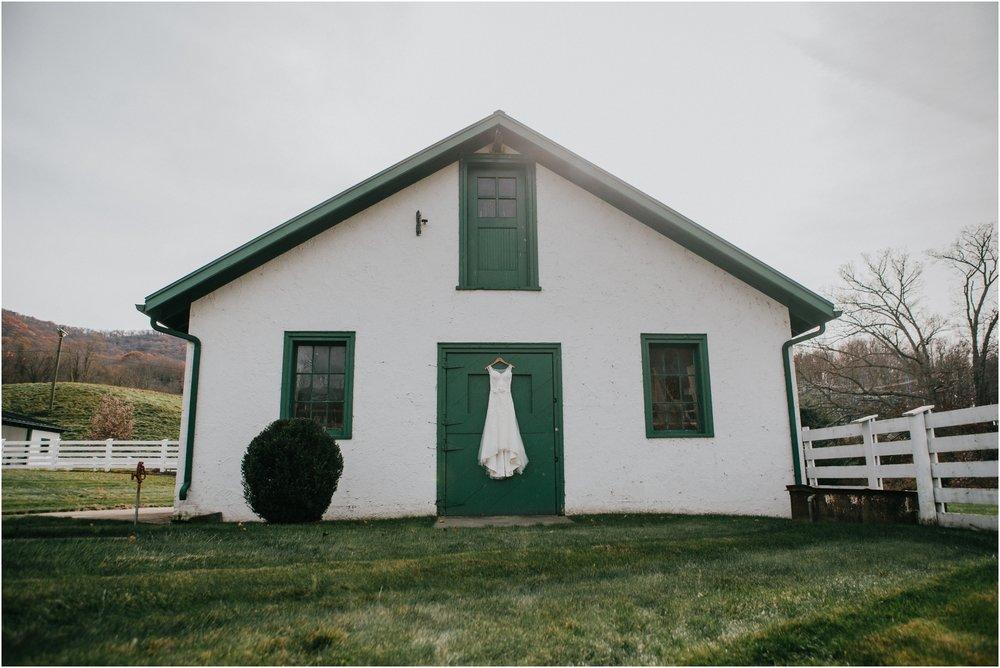 warm-springs-old-dairy-virginia-rustic-wedding-northeast-tennessee-elopement-adventuruous-photographer-katy-sergent_0010.jpg