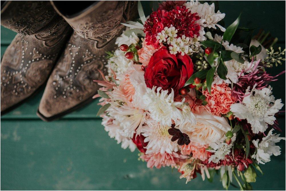 warm-springs-old-dairy-virginia-rustic-wedding-northeast-tennessee-elopement-adventuruous-photographer-katy-sergent_0012.jpg